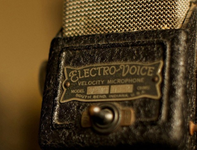 cropped-cropped-cropped-vintage-floral-electro-voice-microphone-music-3154913.jpg